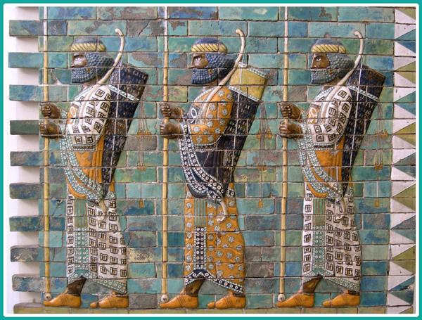 سه نیزه دار آجرهای لعابی